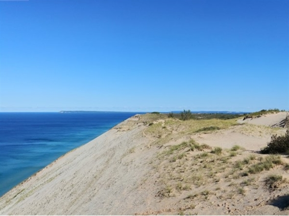 Experience the awesome beauty of Sleeping Bear Dunes at Pierce Stocking Drive