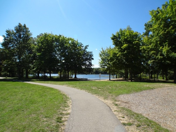 Beautiful day to visit the lake, Long Lake Park