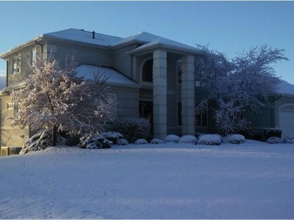 Wow!!! This handsome Linden home sure does sparkle in the snow!! Snow Apocalypse 2013!!