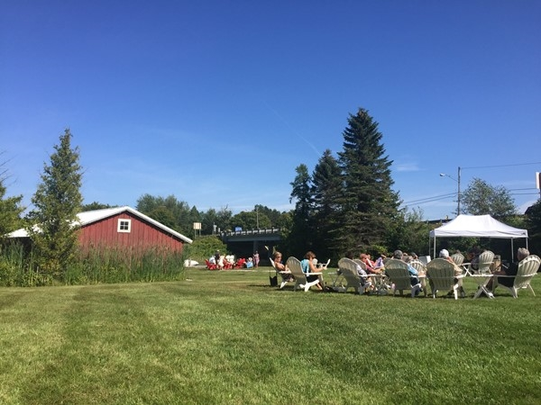 Sunday afternoon concerts at Boathouse Vineyards are a great way to enjoy friends and music
