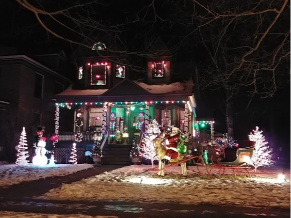 Take a walk down Sixth St for beautiful Christmas light displays