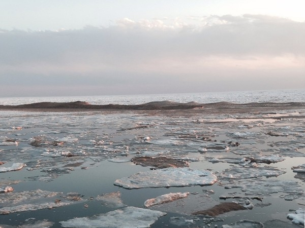 Lake Michigan ice still trying to melt in April