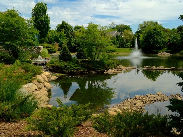 Gorgeous fountain and nature area for area residents to enjoy